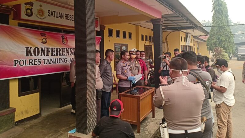 FOTO : Kapolres Tanjabtim, AKBP Agus Desri Sandi saat Press Release, Jumat (13/09/19)