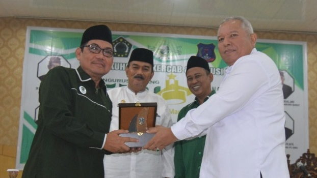 FOTO : Bupati Safrial Saat Pengukuhan Pengurus Cabang Ikatan Sarjana Nahdlatul Ulama (PC ISNU) Kabupaten Tanjung Jabung Barat Masa Khidmat 2018- 2022, Rabu (18/09/19)