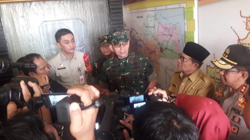 FOTO : Panglima Kodam (Pangdam) II/Sriwijaya Mayjen TNI Irwan saat diwawancarai awaq media, Senin (23/9/19)