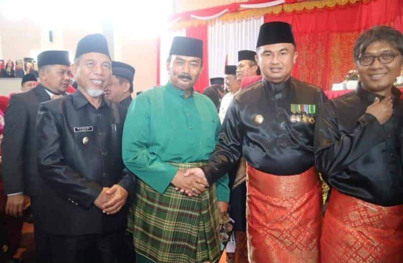 FOTO : Wakil Bupati Tanjab Barat H. Amir Sakib Hadiri Ulang Tahun Kabupaten Dharmasraya ke 16 tahun 2020 Gedung DPRD Dhamasraya, Selasa (07/01/20)
