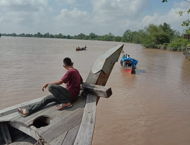 FOTO : Warga Melakukan Pencarian Korban Diduga Tenggelam, Kamis (23/01/20)