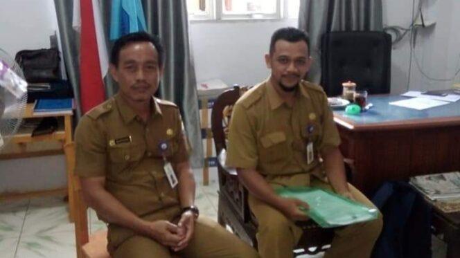 FOTO : Kepala SMA N 1 Tanjung Jabung Barat. Kadiman, ST (Kiri)