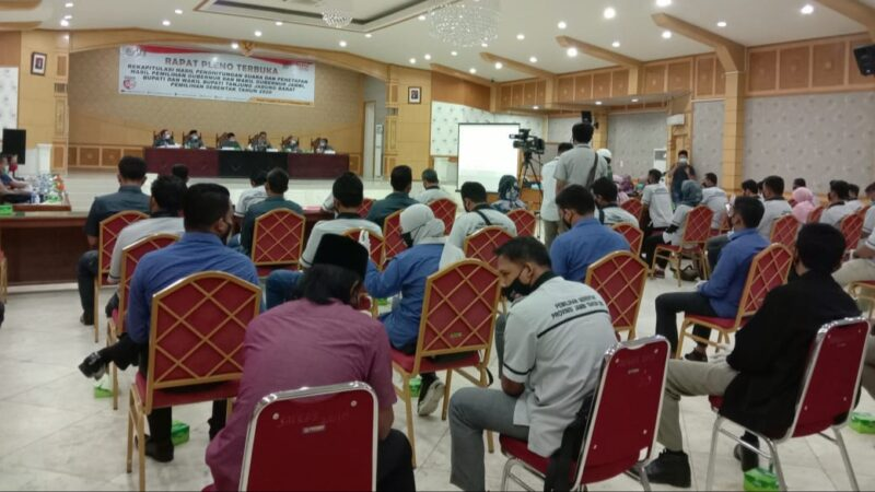 FOTO : KPU Tanjab Barat menggelar Rapat Pleno Terbuka rekapitulasi hasil Penghitungan Suara dan Penetapan Hasil Pemilihan Gubernur dan Wakil Gubernur Jambi serta Bupati dan Wakil Bupati Tanjung Jabung Barat Pilkada Serentak 2020.