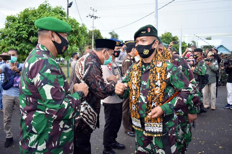 FOTO : Upacara Penyambutan Kedatangan 400 Prajurit Purna Tugas Satgas Pamtas RI-RDTL Sektor Timur Atambua, Nusa Tenggara Timur, YonifRaider142/KsatriaJaya tiba di Mako Yonif Raider 142/KJ Kota Jambi, Minggu (23/08/20)
