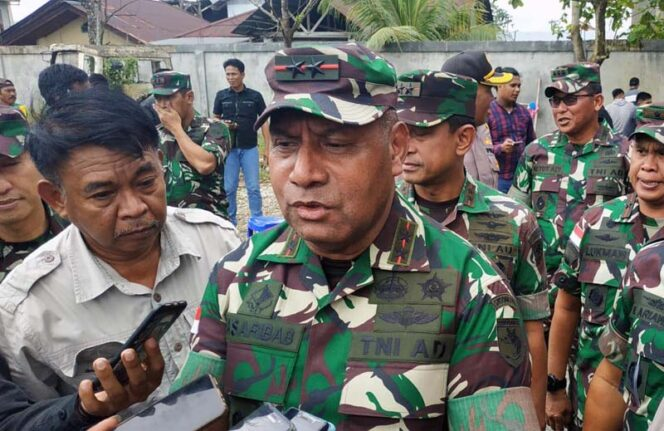 Letjen TNI Herman Asaribab. FOTO Beliau Masih Bintang Dua