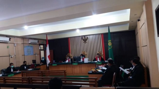 FOTO : Sidang Perdana Tiga Pimpinan DPRD Provinsi Jambi periode 2014-2019 di Pengadilan Tindak Pidana Korupsi (Tipikor) Jambi, Kamis (12/11/20).