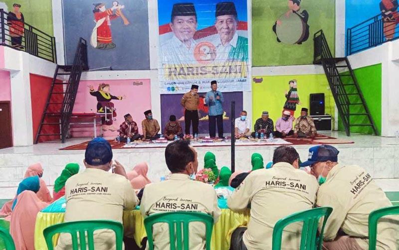 FOTO : Mantan Bupati Kerinci, H. Murasman dan Al Haris Saat Pertemuan di gedung Serba Guna Desa Mukai Mudik, Sabtu (31/10/20)