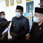 Bupati H. Anwar Sadat Ketika DIwawancarai Wartawan di Gedung DPRD usai Penyampaian Rancangan KUA-PPAS Tahun 2022, Selasa (27/07/21). FOTO : PROKOPIM