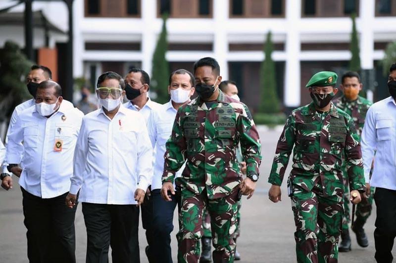 FOTO : Kasad Jenderal TNI Andika Perkasa memimpin acara Apel Danrem Dandim Terpusat TNI AD Tahun 2020 di Lantai Dasar Gedung E Markas Besar Angkatan Darat, Kamis (12/11/20).