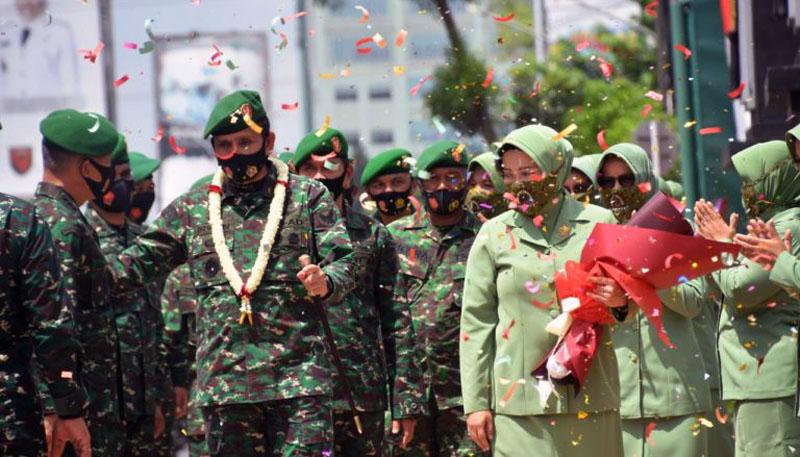 FOTO : Upacara Pengantar Tugas Pangdam Il/Swj Mayjen TNI Irwan, S.IP, M.Hum dan Isteri di Lapangan Apel Makodam II/Swj, Palembang, Selasa (04/08/20)