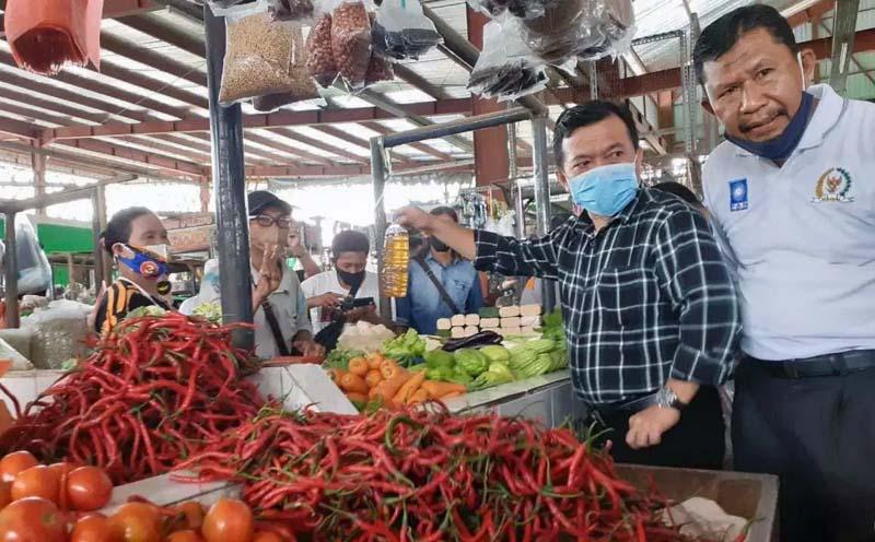 FOTO : Al Haris Blusukan ke Pasar Aur Duri, kawasan Penyengat Rendah, Kota Jambi, Kamis (08/10/20).
