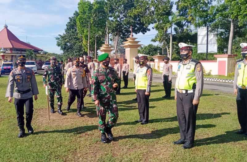 FOTO : Danrem 042 Gapu Brigjen TNI M. Zulkifli  Saat Memimpin Apel Kesiapsiagaan Pengamanan Misa Jumat Agung di Polres Muaro Jambi, Rabu (31/03/21).