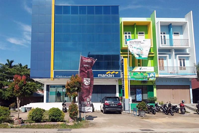 FOTO : Kantor Bank Mandiri yang Tampak Tutup Senin (28/09/20)