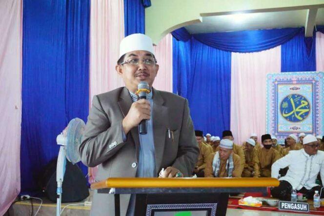 FOTO : Bupati Tanjab Barat, H. Anwar Sadat Saat Sambutan pada Acara Tasyakuran dan perpisahan santri Tsanawiyah Ponpes Al-Baqiyatush Sholihat, Sabtu (06/03/21).