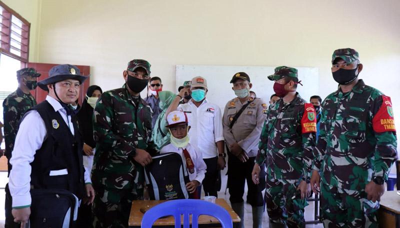 FOTO : dokumentasi Penyerahan Beasiswa Basnaz Tanjab Timur, Rabu (14/07/20)