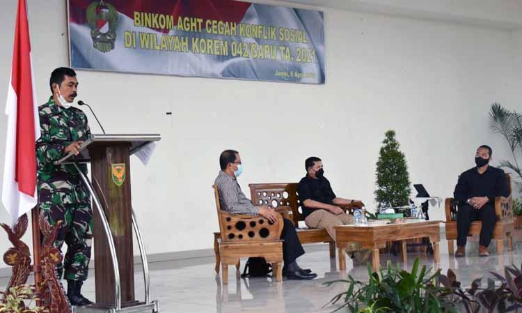 Kasi Intel Kasrem 042/Gapu Kolonel Kav Pemuda Leonardo Ginting Membuka Binkom AGHT