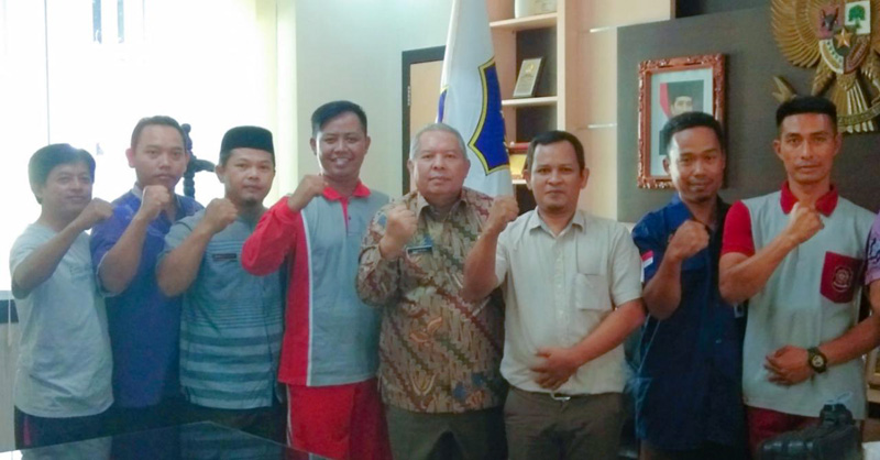 FOTO : Bupati Tanjab Barat Dr. H. Safrial bersama Pengurus FHT Tanjab Barat