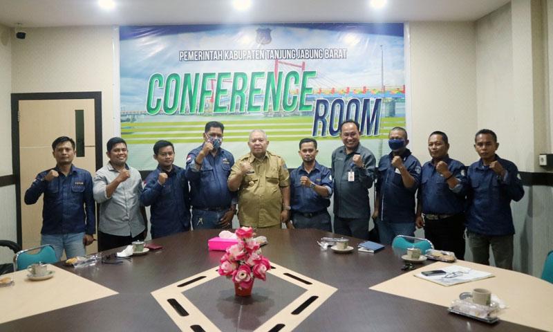 FOTO : Bupati Terima Audiensi Forum Jurnalis Tanjung Jabung Barat di Ruang Rapat Bupati, Selasa (15/09/20).