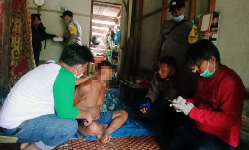 FOTO : Unit Reskrim Polsek Pengabuan Saat Mengamankan Pelaku di Rumahnya pada 27 Januari 2021