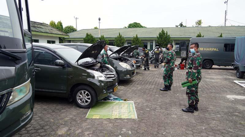 Detasemen Peralatan II/2 Jambi mengadakan pelayanan dan pengecekan kendaraan dinas Korem 042/Gapu di lapangan Makorem, Kamis (11/02/21).