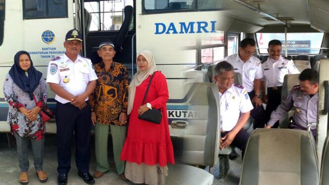 FOTO : Kepala Dinas Perhubungan Tanjab Barat Syamsul Jauhari, S.Sos pada Hari Operasional trayek reguler Damri dari Kecamatan Senyerang, Pengabuan (Teluk Nilau), Selasa (28/01/20)