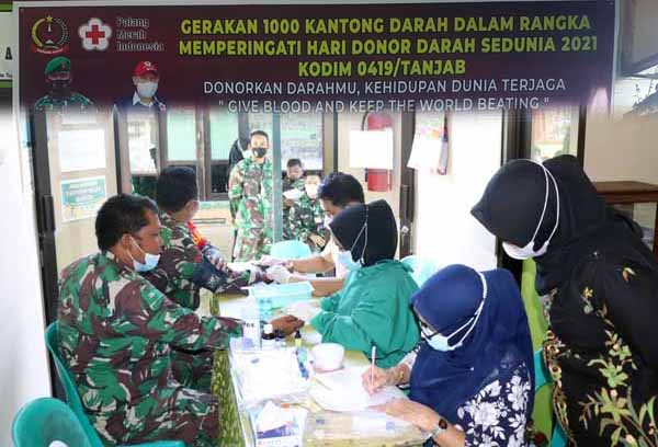 FOTO : Kodim 0419/Tanjab Adakan Gerakan Donor 1000 Kantung Darah Hari Donor Darah se Dunia 2021, Kamis (16/06/21).