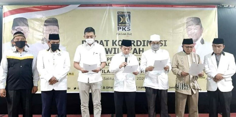 FOTO : DPP Partai Keadilan Sejahtera (PKS) resmi megekuarjan SK dukungan kepada kandidat Calon Gubernur dan Calon Bupati dan Wali Kota untuk Pilkada Serentak di Jambi.
