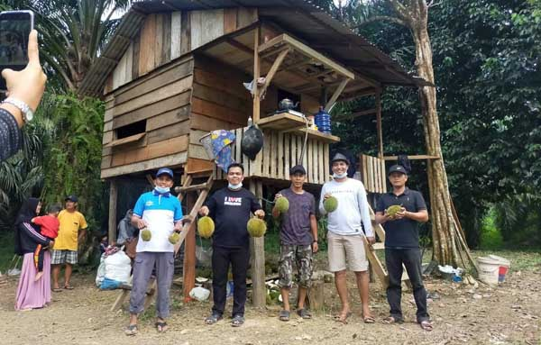 Kampung Durian Kelumbi Desa Penyambungan, Kecamatan Merlung, Kabupaten Tanjab Barat. FOTO : Ary/Nov