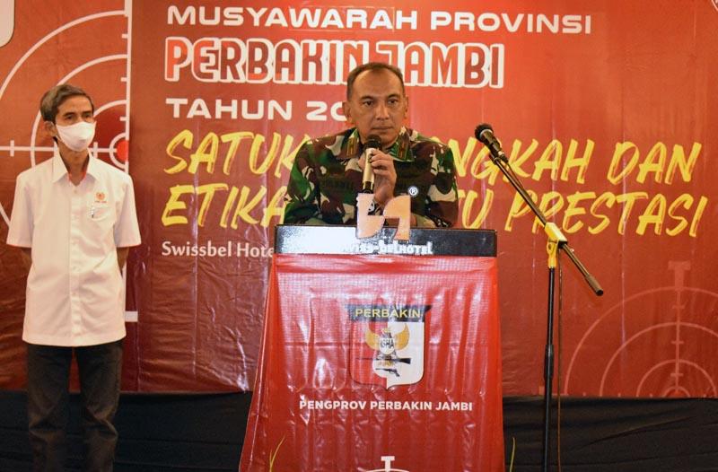 JAMBI - Komandan Korem 042/Gapu, Brigjen TNI M.Zulkifli Saat Sambutan Membuka Musprov Persatuan Penembak Indonesia (Perbakin) Jambi di salah satu Hotel di Kota Jambi, Sabtu (24/10/20).