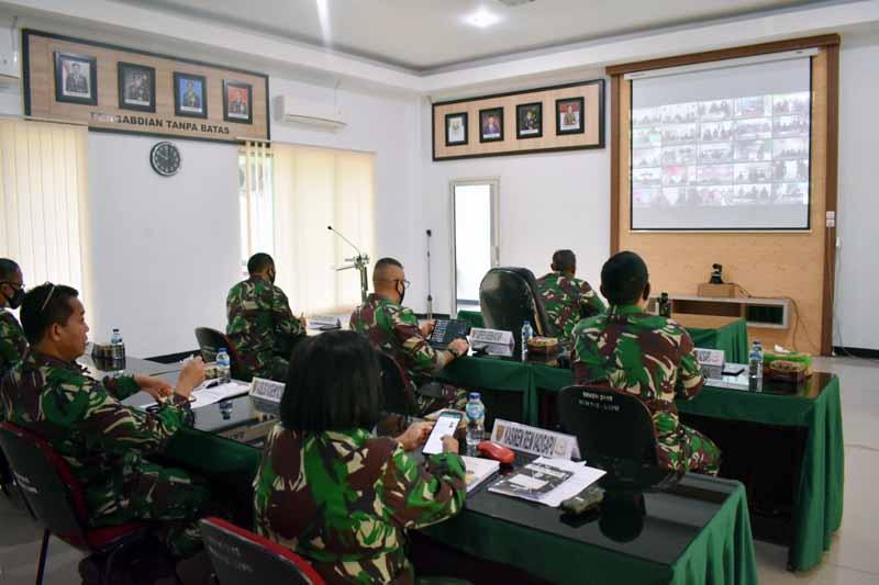 FOTO : Danrem 042/Gapu Brigjen TNI M. Zulkifli Pimpin Rapim TNI Penengakan Disiplin Protkes Covid-19 dan PPKM Skala Mikro ke Satwah Korem O42/Gapu Tahun 2021 secara virtual, Jumat (19/02/21).