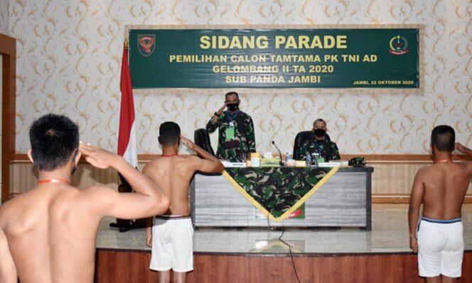 FOTO : Danrem 042/Gapu Brigjen TNI M. Zulkifli Saat Pimpin Sidang Parade Calon Tamtama PK TNI AD Gel II Tahun 2020 di Balai Prajurit Makorem 042/Gapu, Kamis (22/10/20).