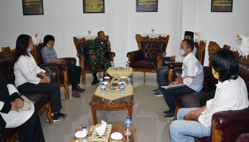 FOTO : Komandan Korem 042/Gapu, Brigjen TNI M. Zulkifli Saat Menerima Kunjungan Forum Jurnalis Jambi (FJJ) diruang kerjanya, Rabu (18/11/20).