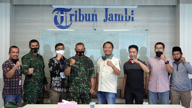 FOTO : Danrem 042/Gapu, Brigjen TNI M Zulkifli Saat Kunjungan ke Tribun Jambi bersama jajarannya, Selasa (25/08/20).