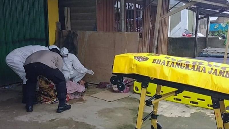 FOTO : Kapolres Tanjab Barat AKBP Guntur Saputro, S.IK, MH Memimpin Evakuasi Sesosok Mayat Laki-Laki Tanpa Identitas di Kelurahan Tugkal Karapan, Kecamatan Tungkal Ilir, Selasa (15/09/20)