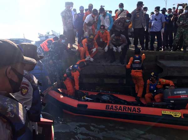 Tim SAR Gabungan Yang Melakukan Pencarian Korban. FOTO : RB 310