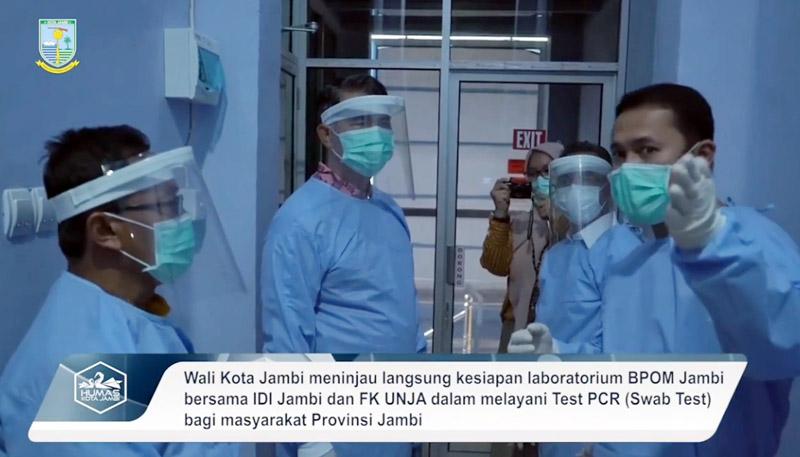 FOTO : Wali Kota Jambi Dr. H. Syarif Fasha Saat Meninjau Kesiapan Laboratorium BPOM Jambi bersama IDI Jambi dan Fakultas Kedokteran UNJA, Kamis (25/06/20).