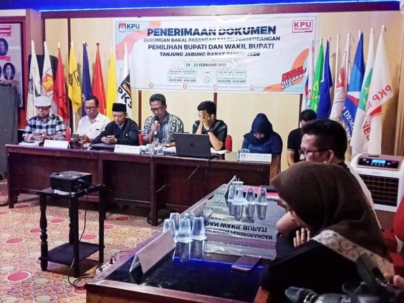 Rapat Pleno Penutupan Masa Penyerahan Berkas Calon Perseorangan Pilkada Tanjab Barat 2020 di Sekretariat KPU Tanjab Barat, Minggu Malam (23/02/20)/Foto.FB Bawaslu Tjb.