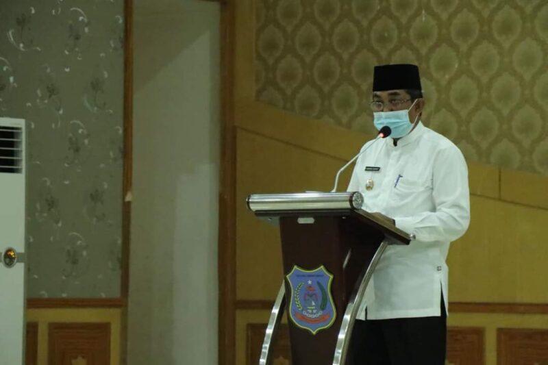 Bupati Tanjab Barat H. Anwar Sadat Saat Membuka Pelatihan Aplikasi SILACAK Tracer Covid-19 di Balai Pertemuan, Jum'at (11/06/21).