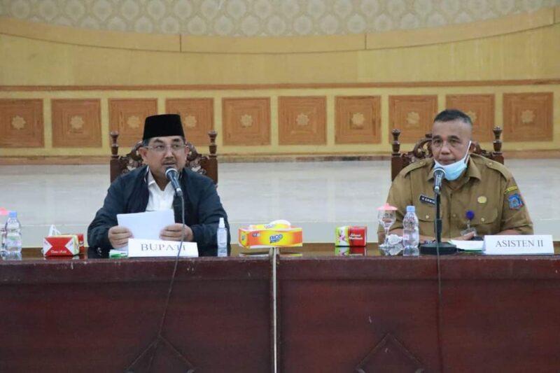 Bupati H. Anwar Sadat saat Rapat Koordinasi Pemanfaatan Beras Lokal untuk Batuan Pangan Non Tunai (BPNT) dengan e-warung di Balai Pertemuan Kantor Bupati, Selasa (07/9/21). FOTO : PROKOPIM