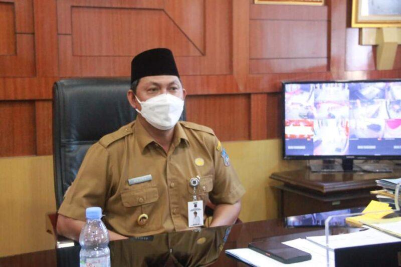 Wakil Bupati Hairan, SH di runag kerjanya, Senin (20/9/21). FOTO : PROKOPIM