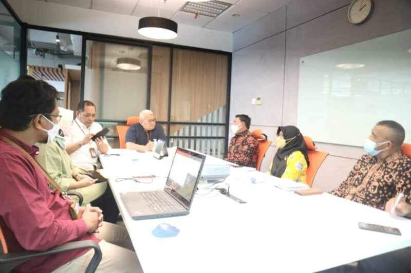 Wabup Hairan Saat Memaparkan Terkait Migas di Tanjab Barat kepada Sekjen ADPMET, Dr. Andang Bachtiar, M,Sc. FOTO : PROKOPIM