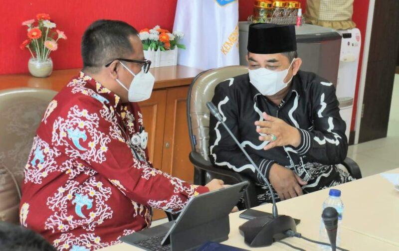 Diskusi Bupati Tanjab Barat H. Anwar Sadat dengan Dirjen Bina Keuangan Daerah Kementerian Dalam Negeri Rabu (13/10/21). FOTO : Prokopim