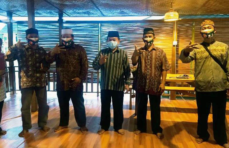 FOTO : Al Haris Hadiri Peresmian Pembentukan Tim Sa 'Sahabat Haris-Sani' terbentuk di Mestong, Kabupaten Muaro Jambi, Jumat (09/10/20).
