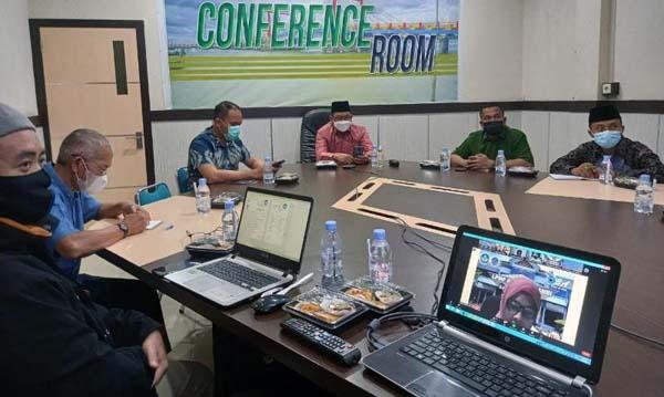Wabup Hairan Zoom Meeting dengan Gubernur Jambi Persiapan Kunjungan Kerja Mendikbudristek dan Vaksinasi Massal di Provinsi Jambi di ruang rapat Bupati, Jumat (17/9/21) malam. FOTO : ZN