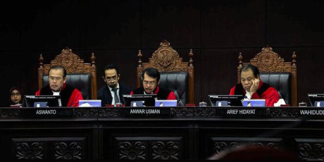 FOTO : MK saat Sidang gugatan batas usia calon kepala daerah. /©Liputan6.com/Faizal Fanani]