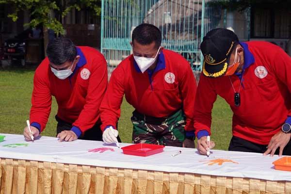 Kasiter Korem 042 Gapu Hadiri Peringatan Hari Anak Nasional 2021 di Lapangan Apel Kantor Gubernur Jambi, Jum'at (23/07/21).