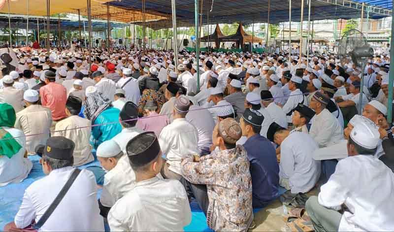 FOTO : Begini Ramai dan Padatnya Jamaah pada Peringatan Haul Syekh Abdul Qodir Al-Jailani, Syekh Mohammad Nawawi berjan, Syekh Muhammad Ali Bin Syekh Abdul Wahab di Pondok Pesantren Al-Baqiatush Sholihat pada, Minggu (08/12/19) lalu.