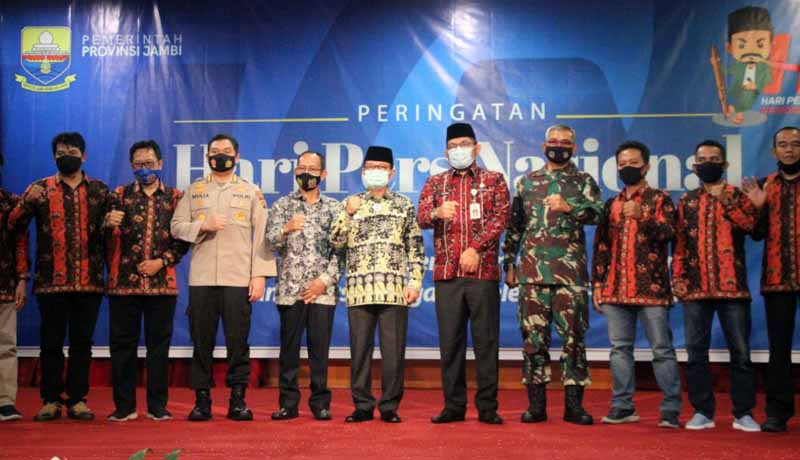 FOTO : Kapenrem Mayor Hatta saat mewakili Danrem menghadiri Hari Ulang Tahun (HUT) Ke-75 Persatuan Wartawan Indonesia (PWI) di Auditorium Rumah Dinas Gubernur Jambi, Selasa (09/02/21).