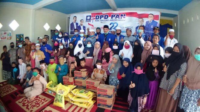 FOTO : Ketua dan Pengurus DPD PAN Tanjung Jabung Barat Saat Menyambangi Panti Asuhan Aisyiah di Jalan Bhayangkara Kuala Tungkal, Minggu (23/08/20).