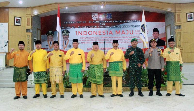 FOTO : Upacara Peringatan Hari Jadi Kabupaten Tanjung Jabung Barat ke-55 Tahun 2020 di Balai Pertemuan Kantor Bupati, Senin (10/08/20).